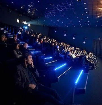 kino niebieski kocyk